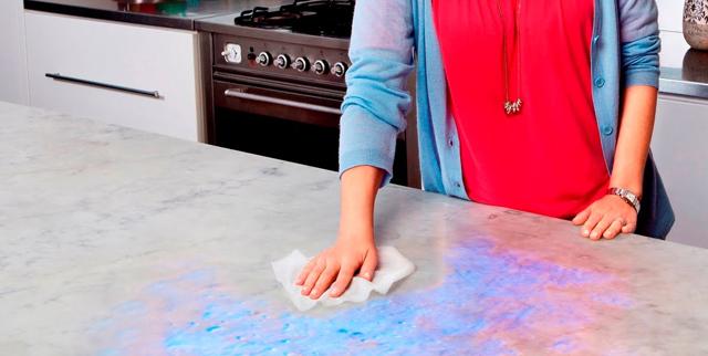 Resultado de imagem para limpando bancada de cozinha