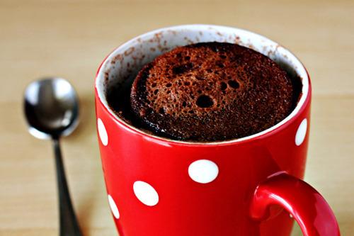 Prepare um bolo de caneca em 5 minutos. | Cozinhas Itatiaia