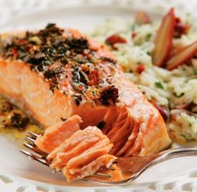 Surpreenda seu amor com salmão marinado com ervas | Cozinhas Itatiaia