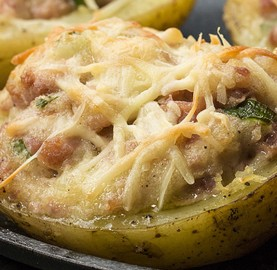 Batata assada no forno com queijo e linguiça toscana | Cozinhas Itatiaia