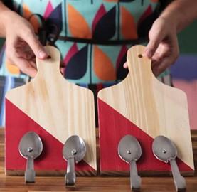 A tábua de corte vira suporte para pano de prato | Cozinhas Itatiaia